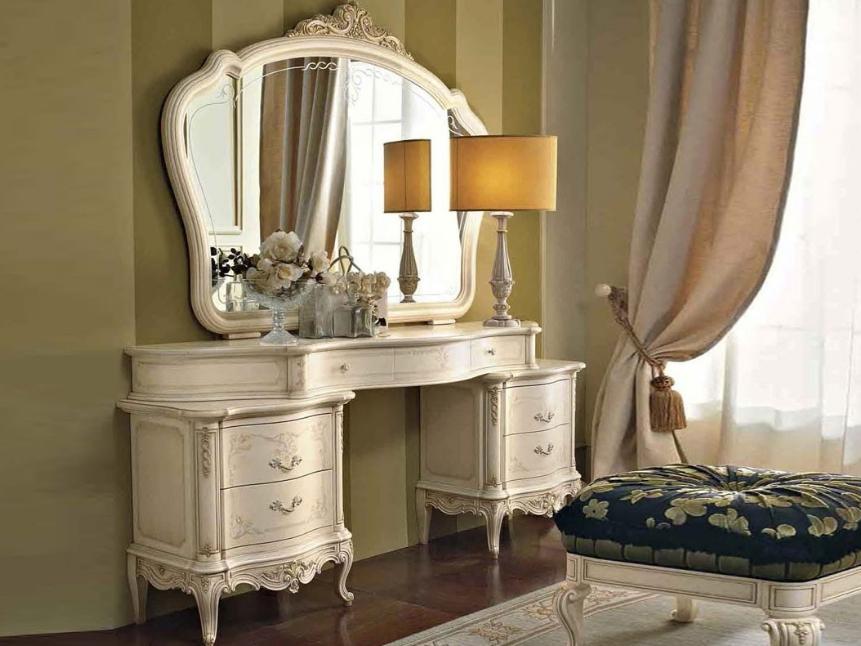 Каждая женщина будет рада такому столику, ведь это и удобный элемент мебели, и красивая часть интерьера