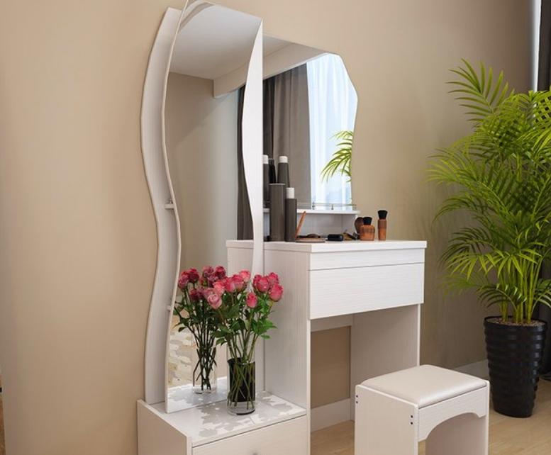 Если стол будет использоваться и для переодевания, то в нем может присутствовать зеркало в полный рост