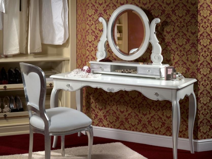 Гламурная мебель всегда имеет роскошную отделку, отличается изогнутыми линиями и стильным внешним видом