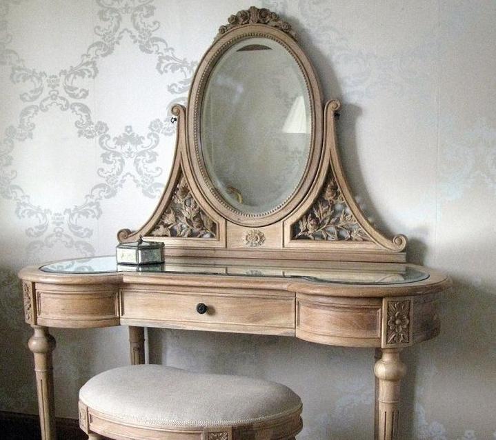 Винтажная мебель отлично подходит и в стилистику Прованс, и в шебби-шик, и во многие другие направления