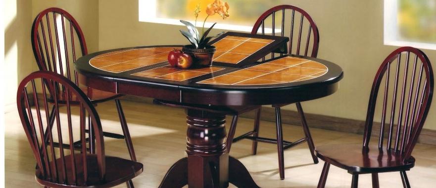 Овальный столик с керамической столешницей, выполненный в классическом стиле — сочетание привлекательного внешнего вида и функциональности