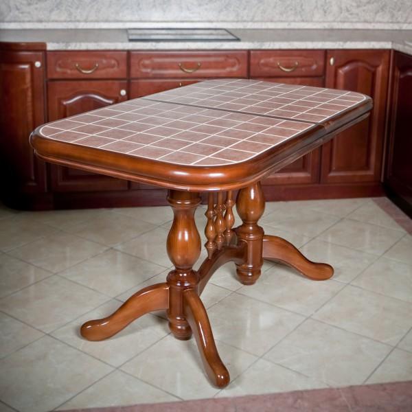 Поцарапать керамику столовым инвентарем не реально.