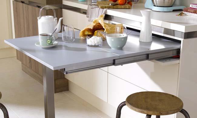 За таким столиком можно позавтракать или быстро перекусить.