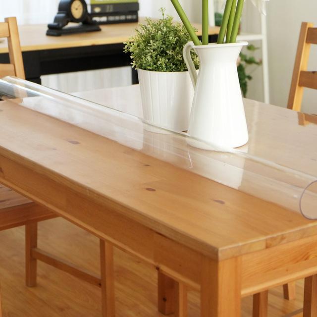 Пластиковая накладка надежно защитит стол.