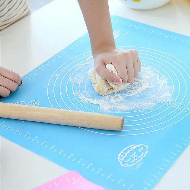 Пример использования накладки на кухонном столе.