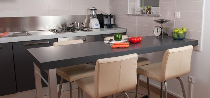 Барный стол – идеальное решение для маленькой квартиры