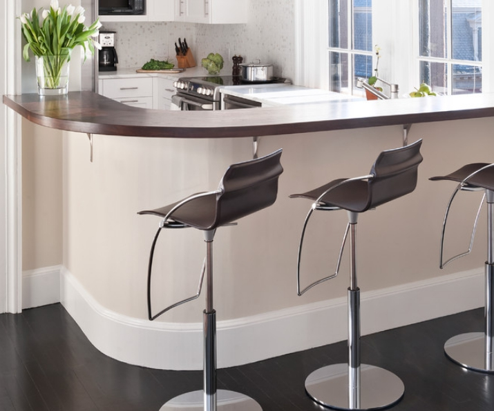 Барные стулья – стильный аксессуар, но их стоимость намного выше, чем у обычных аналогов