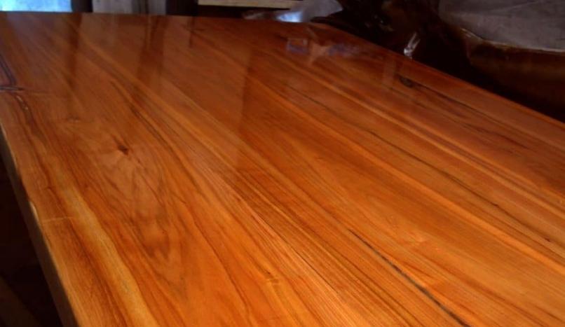 Лак защищает древесину от неблагоприятных воздействий и делает ее более привлекательной