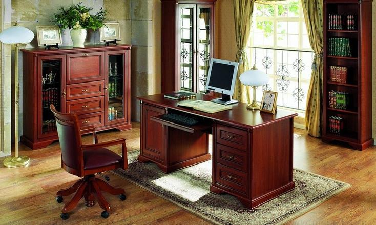 После установки монитора на столе должно оставаться достаточно пространства, чтобы заниматься письменной работой