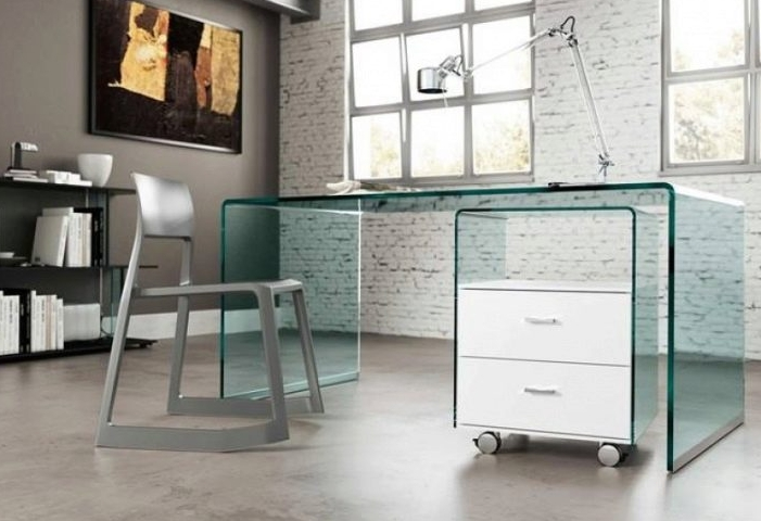 Стеклянный стол идеально подходит для стиля лофт и придает обстановке современный вид, ему не нужен декор, он и так выглядит оригинально
