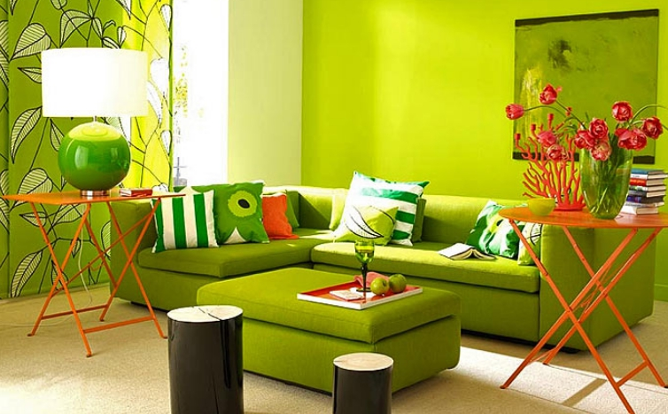 Часто столик входит в комплект мягкой мебели, что очень удобно. Все элементы идеально сочетаются между собой и стилистически, и по цвету