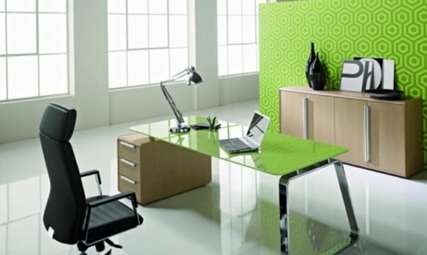 Пример современного кабинета, оформленного в двух основных тонах – белом и зеленом