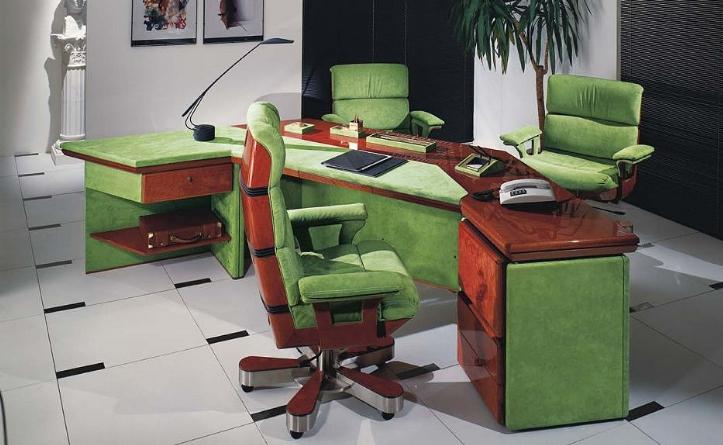 Роскошный вариант стола для кабинета, выполненный в сочетании с благородной древесиной