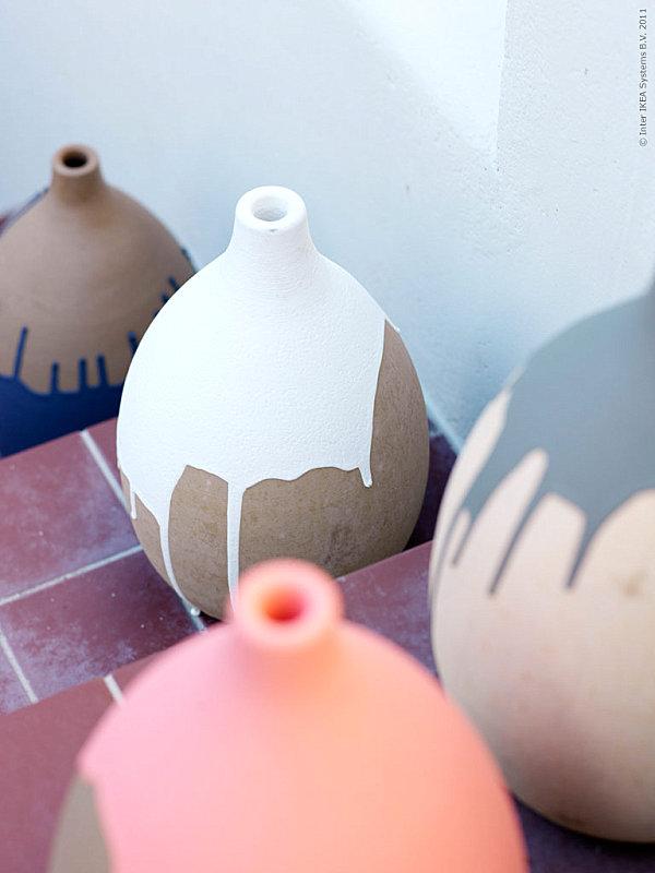 Непривычный способ для украшения вазы сделает её хорошим предметом для декорирования комнаты