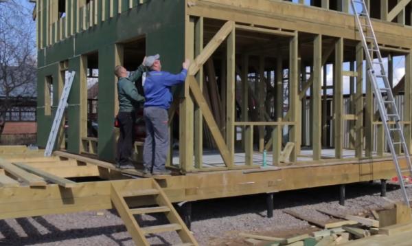 Использование новых экологически чистых строительных и отделочных материалов делает дом комфортным для проживания