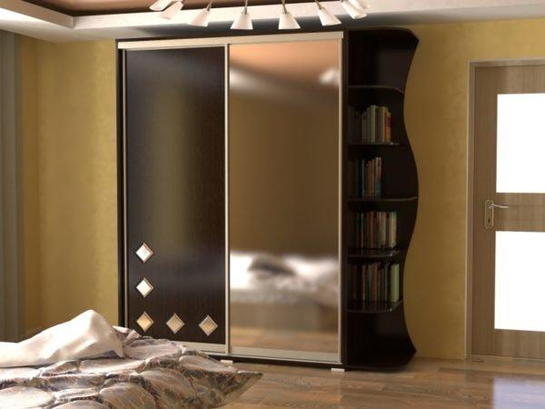 Использование зеркала в дизайне фасада мебели дает хорошие результаты.