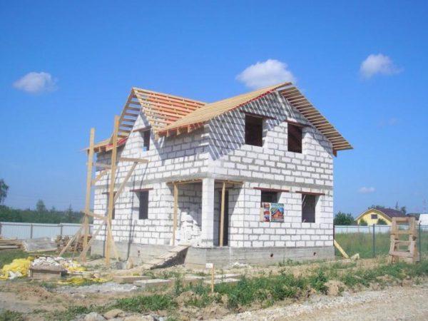 Из газоблоков можно строить лишь одно- двухэтажные дома