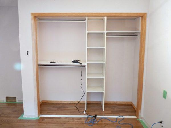 Из ГКЛ имеет смысл делать только наружный короб шкафа.