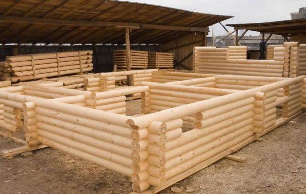 Из оцилиндрованного бревна легче строить дом, чем из рубленого