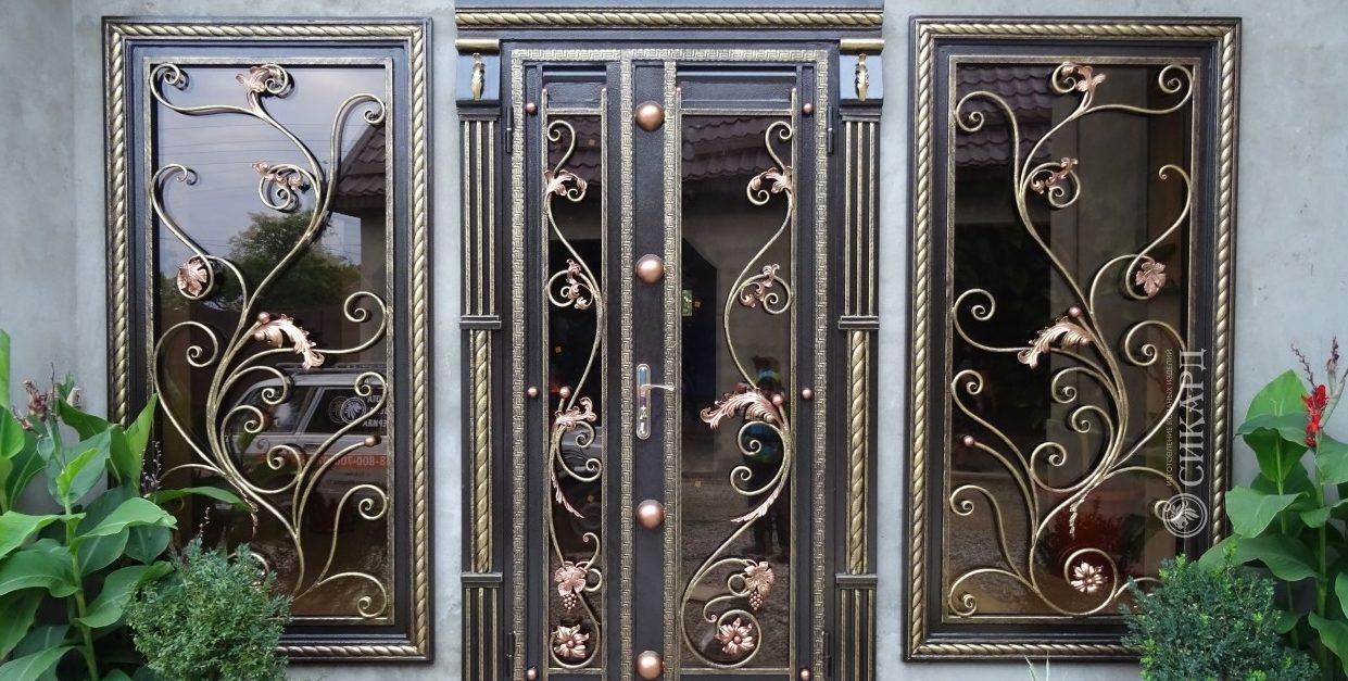 входные кованные двери с стеклопакетом