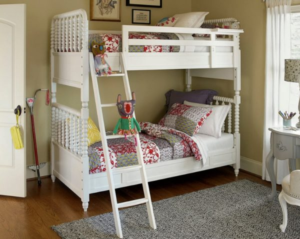 Изящная кровать в стиле Прованс