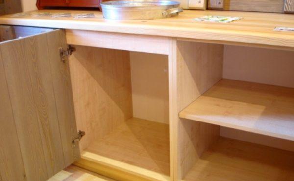 Качественная мебель без щелей и трещин снижает вероятность появления вредителей