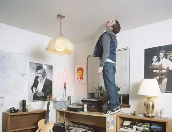 Качественные потолки не пахнут даже при максимальном приближении