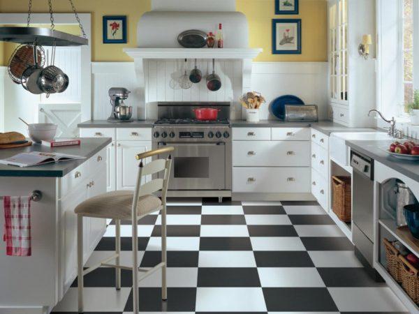 Кафельная плитка на полу — практичный вариант