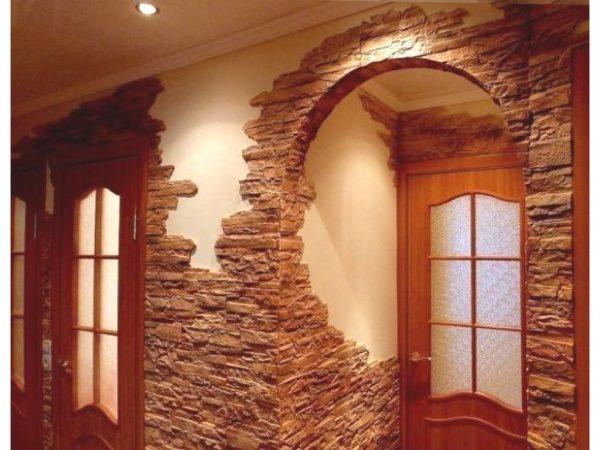 Каменная отделка холла.