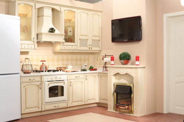 Камин в кухне выполняет не только эстетическую функцию, но и практическую, служа основным или дополнительным источником отопления
