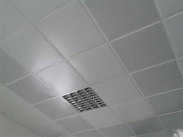 Кассетный потолок «Армстронг» в административном здании.