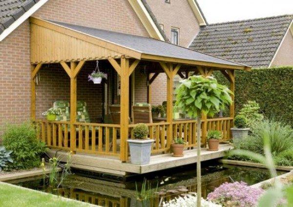 Кирпичный дом с деревянной верандой