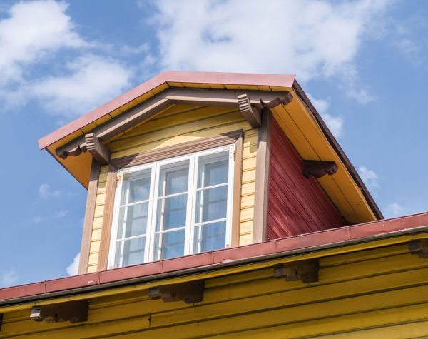 Классический дормер с двускатной кровлей подходит для любой крыши.