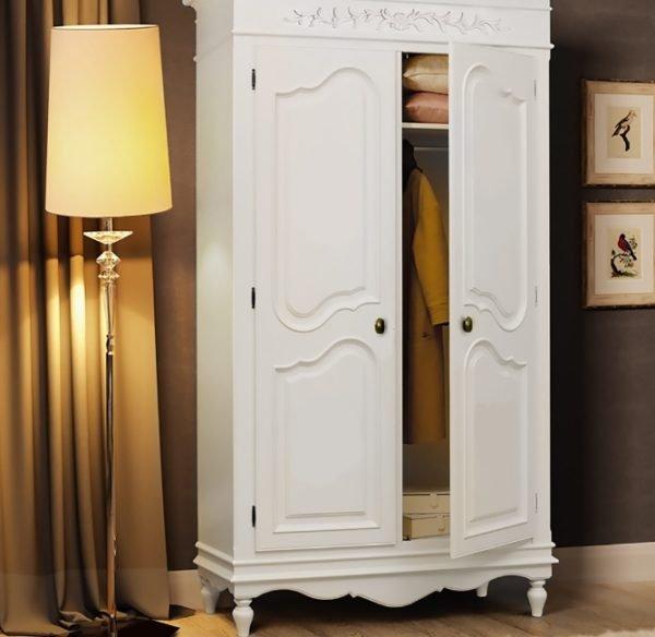 Классический двухстворчатый шкаф в белом цвете