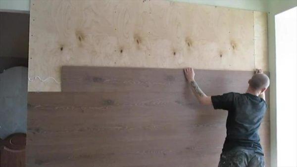 Клеем доску к стене.