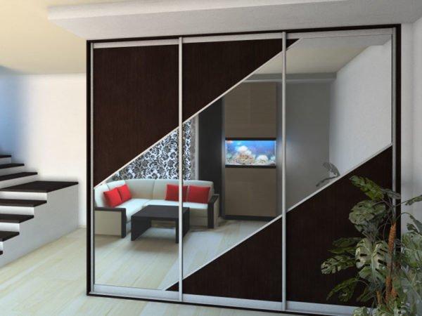 Комбинированные варианты – в таких фасадах для эстетической привлекательности совмещаются разные материалы, такие как стекло, дерево, металл и др.