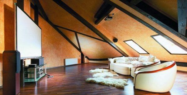 Комната отдыха на чердаке — удобно и уютно