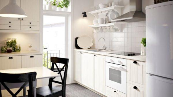 Компактная мойка, так же, как и небольшая бытовая техника – отличное решение для кухни в панельном доме