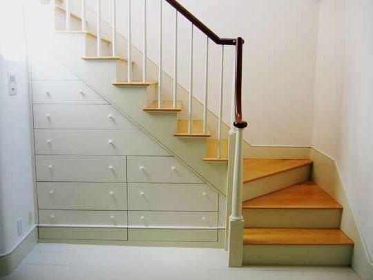 Конструкцию, состоящую из одних только ящиков, следует монтировать, только если она совпадает с дизайном комнаты.