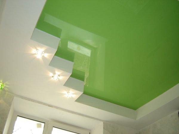 Короб из гипсокартона под натяжной потолок сделан по периметру