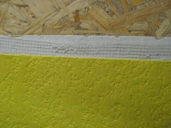 Короед в качестве декоративной штукатурки стен, обшитых стружечной плитой
