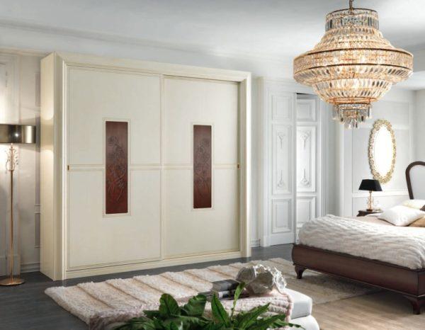 Корпусная мебель имеет четкие габариты, поэтому ее адаптировать к конкретному помещению сложнее.