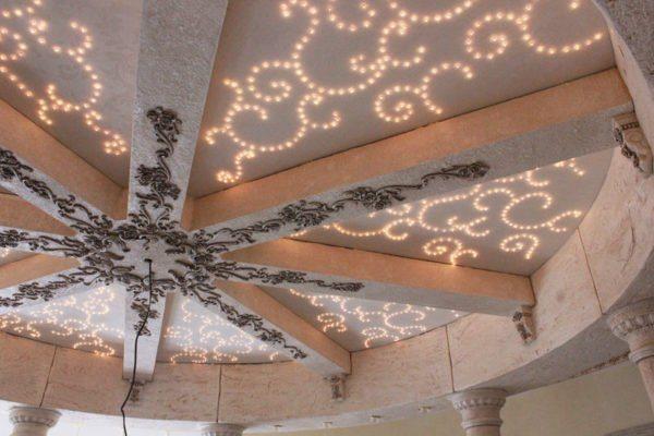 Красивый декор потолка способен преобразить любой интерьер помещения