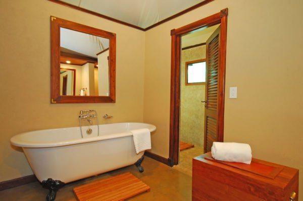 Краску можно использовать для отделки ванной комнаты