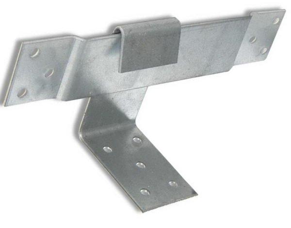 Крепеж типа «ползун» обеспечит скользящее крепление стропил