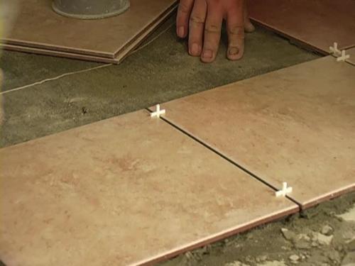 Крестики для выдерживания зазоров между плитками.