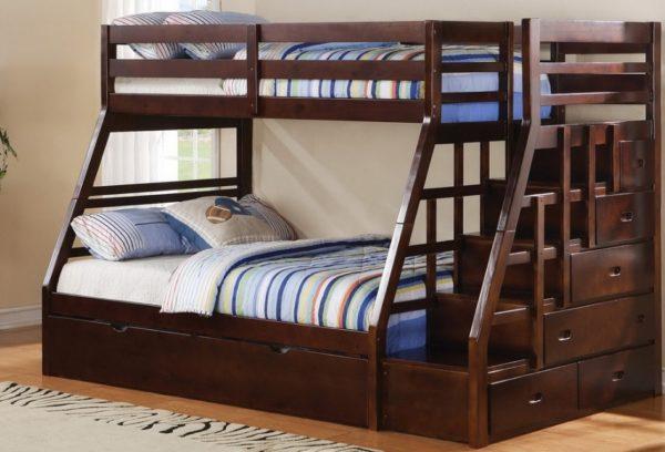 Кровать из тонированного дуба с удобной лестницей