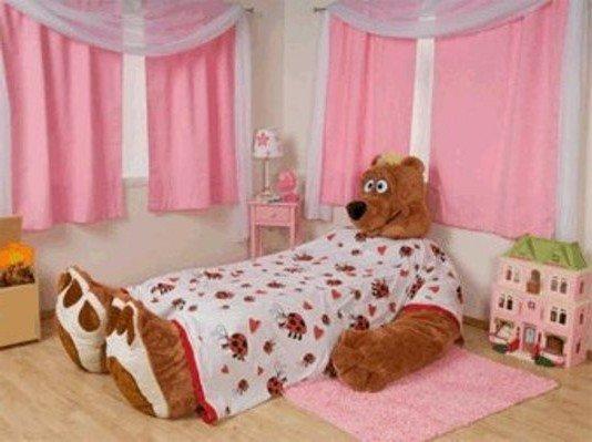 Кровать ребенка должна быть безопасной, без острых углов