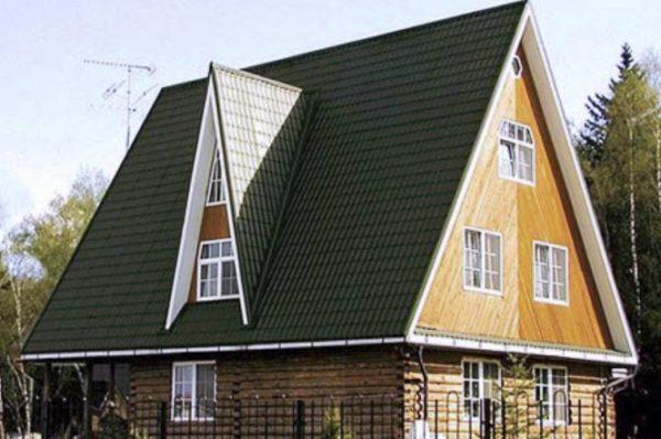 Крутые скаты позволяют обустроить жилой чердак