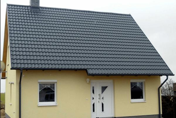 Крутые скаты увеличивают парусность крыши